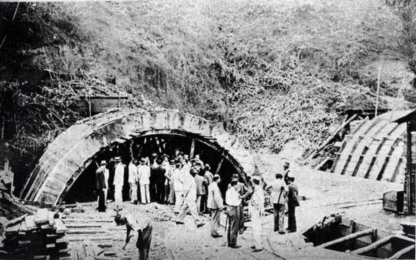 Detecção de chuveiros cósmicos no túnel 9 de julho